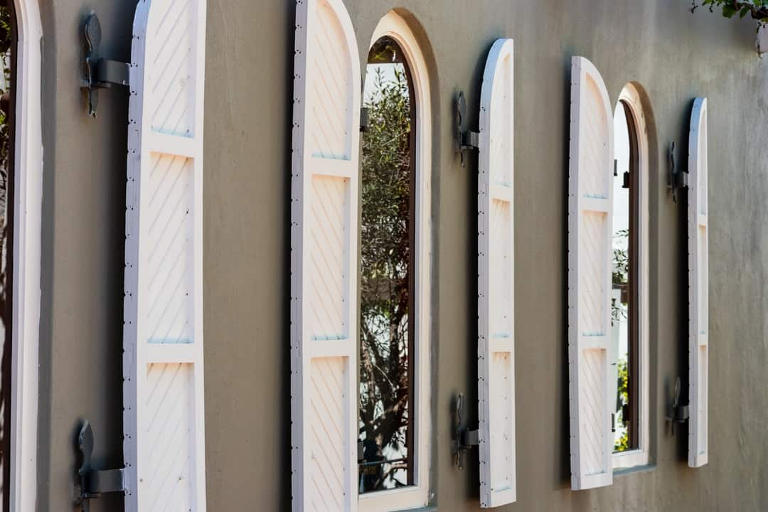 A row of surfboards sitting on the side of a building
