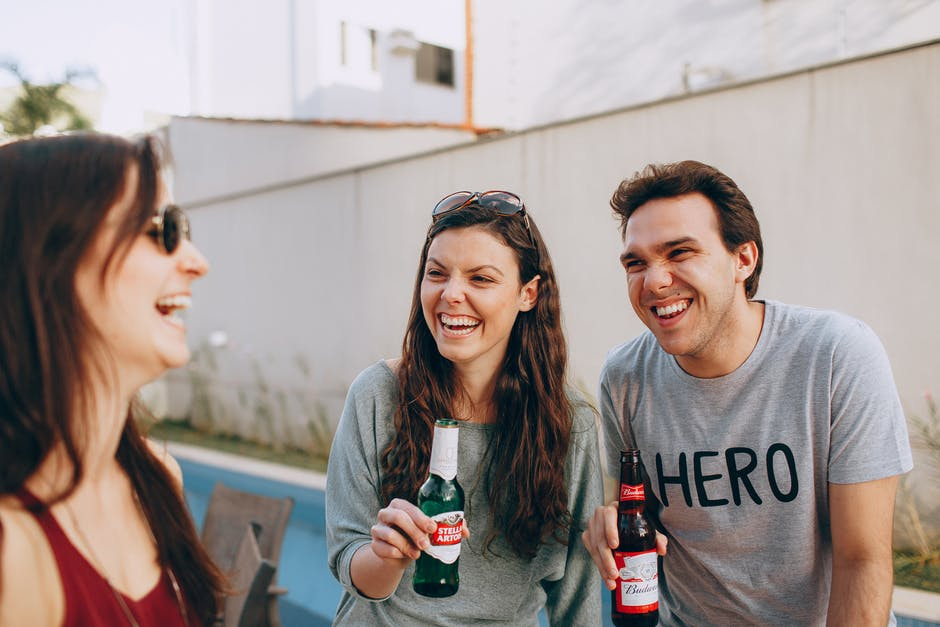 A man and a woman drinking beer